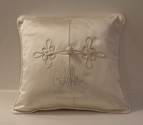 frog-closure-pillow-front