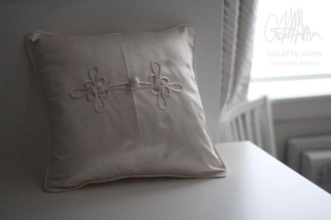 frog-closure-pillow